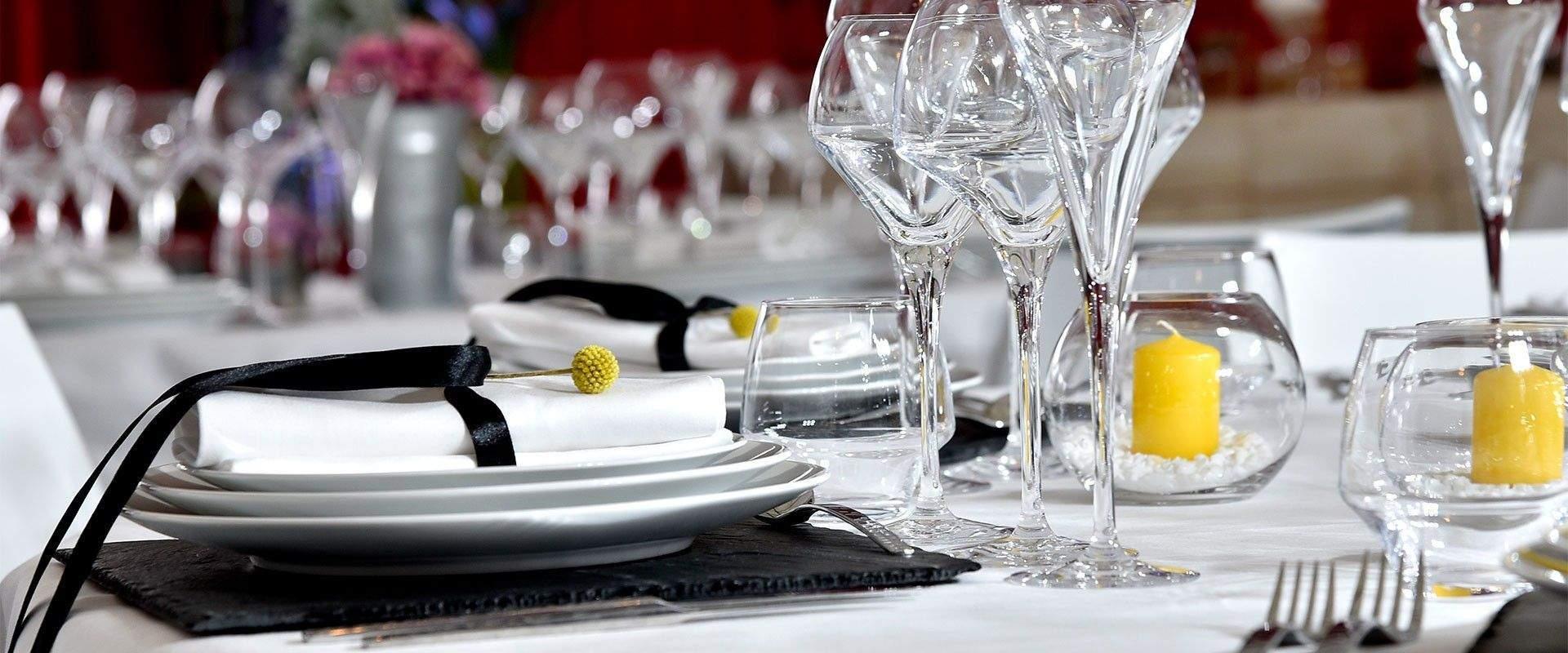 Découvrez notre Catalogue de vaisselle, mobilier, tentes, chapiteau et décoration sur Lyon et Grenoble, Annecy et Paris
